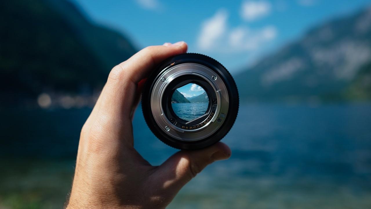 Durch die Kameralinse schauen - Videoproduktion