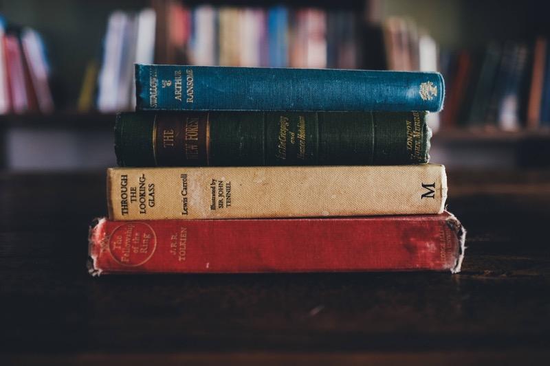 กองหนังสือ - อะไรคือผู้เขียน ?