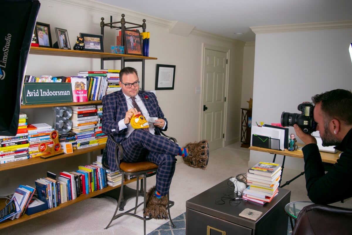 Jay Baer posing for a photo in his at-home studio